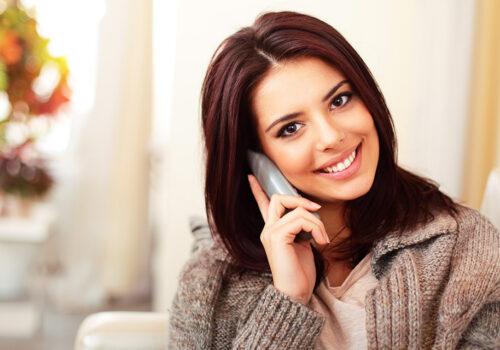 Festnetztelefonie - Frau am Telefon